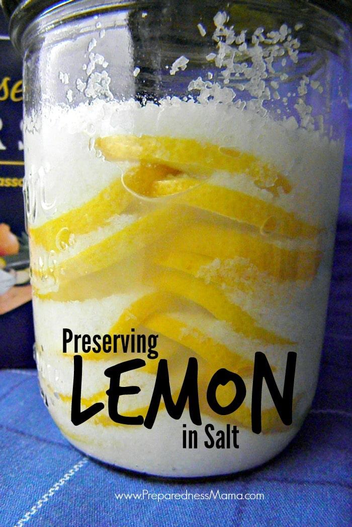 Alternating layers of lemon slices and kosher salt into a canning jar | PreparednessMama