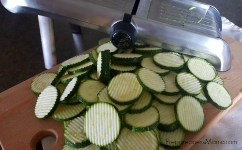 Zucchini chips cut with mandolin slicer using crinkle cut blade | PreparednessMama