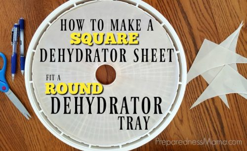 Sometimes you need to improvise to get the job done. Need to make a square dehydrator sheet fit a round tray? It's no problem with this trick | PreparednessMama