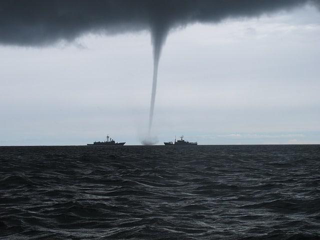 tornado warning vs watch