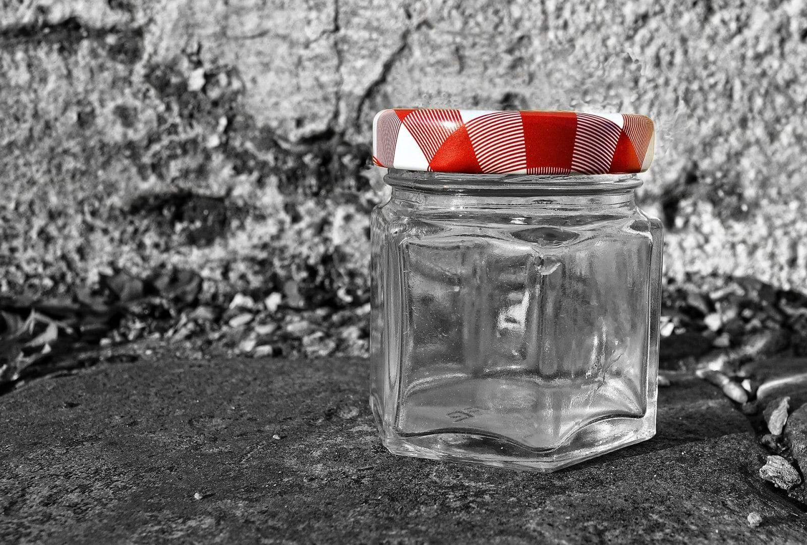 hexagonal glass jar for canning peaches