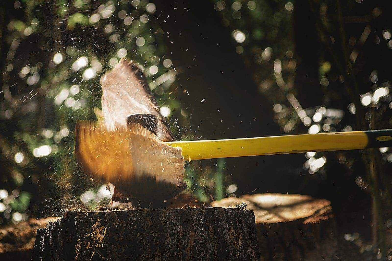 axe splitting wood